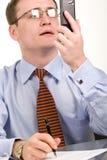 κοίταγμα κινητών τηλεφώνων επιχειρηματιών Στοκ Εικόνες