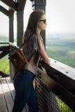 Κοίταγμα πέρα από τα βουνά στοκ εικόνα