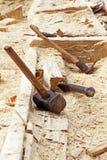 Κοίλη κατασκευή βαρκών Παραδοσιακός τρόπος της εργασίας ξυλουργικής Στοκ φωτογραφίες με δικαίωμα ελεύθερης χρήσης