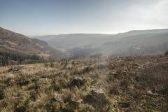 Κοιλάδα αναγνωριστικών σημάτων Brecon στην υδρονέφωση πρωινού στοκ εικόνα