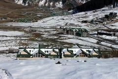 Κοιλάδα βουνών χειμερινού χιονιού Στοκ φωτογραφία με δικαίωμα ελεύθερης χρήσης