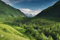 κοιλάδα βουνών Στοκ φωτογραφία με δικαίωμα ελεύθερης χρήσης