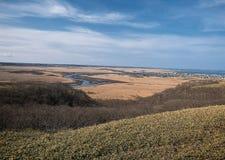 Κοιλάδα ενάντια στο μπλε ουρανό στοκ φωτογραφίες
