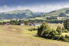 Κοιλάδα και λόφος στα γαλλικά Πυρηναία aquitaine Γαλλία στοκ εικόνες