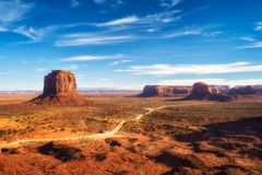 Κοιλάδα μνημείων στα σύνορα μεταξύ της Αριζόνα και της Γιούτα, ΗΠΑ Στοκ Εικόνες