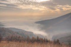 κοιλάδα ομίχλης στοκ εικόνα με δικαίωμα ελεύθερης χρήσης