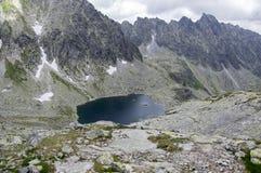 Κοιλάδα σε υψηλό Tatras, Mlynska Dolina, άγρια βουνά της Σλοβακίας, pleso Capie Στοκ Εικόνες