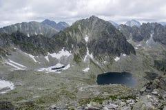 Κοιλάδα σε υψηλό Tatras, Mlynska Dolina, άγρια βουνά της Σλοβακίας, pleso Capie, pleso Okruhle, Στοκ Φωτογραφία