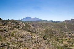 Κοιλάδα στα βουνά Teno με το βουνό Teide στο υπόβαθρο, Tenerife, Ισπανία Στοκ φωτογραφία με δικαίωμα ελεύθερης χρήσης