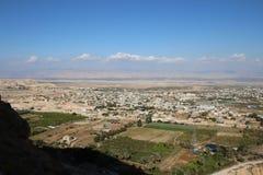 Κοιλάδα του Jericho που βλέπει από το υποστήριγμα, μοναστήρι του πειρασμο στοκ εικόνες