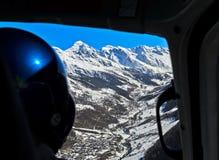 Κοιλάδα Lötschental με τις χιονισμένες αιχμές των Άλπεων Bernese Στοκ Φωτογραφίες