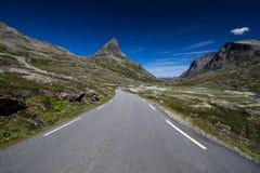 Κοιλάδα Meiadalen στο δρόμο βουνών Geiranger Trollstigen στη νότια Νορβηγία Στοκ Εικόνες
