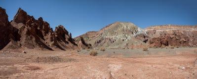 Κοιλάδα Valle Arcoiris ουράνιων τόξων, στην έρημο Atacama στη Χιλή Οι ορυκτοί πλούσιοι βράχοι των βουνών Domeyko δίνουν την κοιλά Στοκ Φωτογραφία