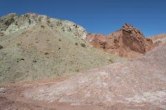 Κοιλάδα Valle Arcoiris ουράνιων τόξων, στην έρημο Atacama στη Χιλή Οι ορυκτοί πλούσιοι βράχοι των βουνών Domeyko δίνουν την κοιλά Στοκ εικόνα με δικαίωμα ελεύθερης χρήσης