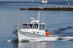 Κοινοπολιτεία του τίτλου ερευνητικών βαρκών αλιείας της Μασαχουσέτης από το Νιού Μπέντφορτ στοκ εικόνα με δικαίωμα ελεύθερης χρήσης