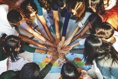 Κοινοτική έννοια ομάδας ομάδας αλληλεγγύης συμμαθητών στοκ εικόνες