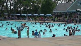 Κοινοτική πισίνα (2 5) φιλμ μικρού μήκους