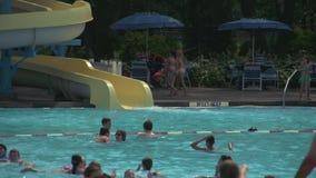 Κοινοτική πισίνα (4 5) απόθεμα βίντεο