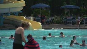 Κοινοτική πισίνα (5 5) φιλμ μικρού μήκους