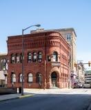 Κοινοτικό κτήριο τράπεζας στη δυτική Βιρτζίνια του Κλάρκσμπουργκ Στοκ Εικόνες