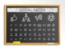 Κοινωνικά εικονίδια γραμμών σχεδίων χεριών μέσων απεικόνιση σημαδιών σκίτσων κιμωλίας στον πίνακα διανυσματική απεικόνιση