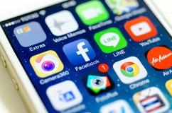 Κοινωνικά μέσα apps στην οθόνη iPhone 5s Στοκ Φωτογραφία
