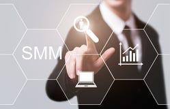 Κοινωνικά μέσα SMM που εμπορεύονται την έννοια επιχειρησιακής τεχνολογίας διαφήμισης Διαδίκτυο Στοκ φωτογραφία με δικαίωμα ελεύθερης χρήσης