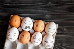 Κοινωνικές επικοινωνία και συγκινήσεις δικτύων έννοιας - αυγά στοκ εικόνες