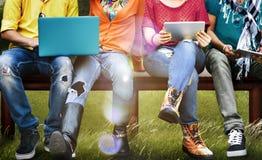 Κοινωνική ταμπλέτα lap-top μέσων εκπαίδευσης σπουδαστών Στοκ φωτογραφία με δικαίωμα ελεύθερης χρήσης