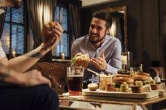 Κοινωνικοποίηση πέρα από τα τρόφιμα Στοκ φωτογραφίες με δικαίωμα ελεύθερης χρήσης