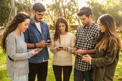 Κοινωνικό δίκτυο αλλά όχι τόσο κοινωνικός στοκ φωτογραφία με δικαίωμα ελεύθερης χρήσης