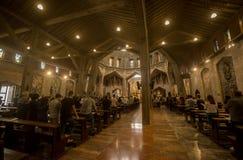 Κοινότητα που προσεύχεται στην αίθουσα προσευχής στην εκκλησία annunciation στη Ναζαρέτ, Ισραήλ Στοκ φωτογραφία με δικαίωμα ελεύθερης χρήσης