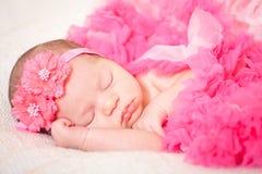 Κοισμένος νεογέννητο μωρό στοκ εικόνα με δικαίωμα ελεύθερης χρήσης