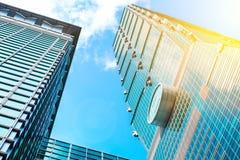 Κοιτάζοντας επάνω στην άποψη της Ταϊπέι 101, το ορόσημο της Ταϊβάν, απεικονίζει τα φω'τα μπλε ουρανού και ήλιων Στοκ φωτογραφία με δικαίωμα ελεύθερης χρήσης