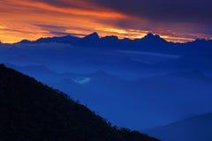 Κοιτάζοντας κάτω στην οροσειρά Νεβάδα de Santa Marta, υψηλά βουνά των Άνδεων της οροσειράς, Paz, Κολομβία Στοκ εικόνα με δικαίωμα ελεύθερης χρήσης