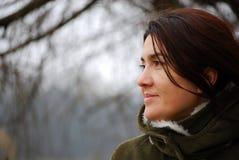 κοιτάζοντας κορίτσι Στοκ Φωτογραφία