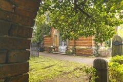 Κοιτάξτε μέσω μιας πύλης σε έναν τάφο Στοκ Φωτογραφία