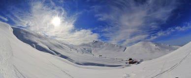 Κοιλάδα ήλιων να κάνει σκι Sinaia του τοπίου βουνών θερέτρου Στοκ Εικόνα