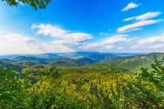 Κοιλάδα βουνών με Δούναβη Στοκ φωτογραφία με δικαίωμα ελεύθερης χρήσης
