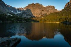 Κοιλάδα λιμνών - δύσκολο εθνικό πάρκο βουνών Στοκ φωτογραφία με δικαίωμα ελεύθερης χρήσης