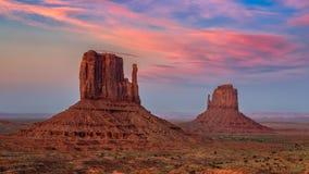 Κοιλάδα μνημείων, φυσικό ηλιοβασίλεμα, Αριζόνα στοκ εικόνες