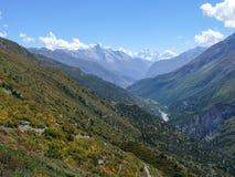 Κοιλάδα ποταμών Marsyangdi - άποψη στην αιχμή Manaslu και Pisang, Νεπάλ Στοκ Εικόνες