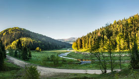 Κοιλάδα στα βουνά στοκ φωτογραφίες