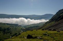 Κοιλάδα σύννεφων στους λόφους στοκ φωτογραφίες