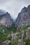 Κοιλάδα φαντασμάτων, βουνό Demurge μπλε γυμνός ουρανός τοπίων λόφων της Κριμαίας Στοκ φωτογραφία με δικαίωμα ελεύθερης χρήσης