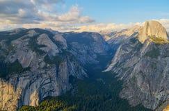 Κοιλάδα Yosemite, βασιλικοί αψίδες και μισό-θόλος Στοκ Εικόνες