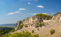 Κοιλαμένος από το βράχο στη νότια πύλη του μεσαιωνικού πόλη-φρουρίου chufut-Kale Bakhchysaray, Κριμαία στοκ εικόνα