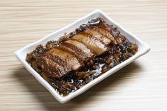 Κοιλιά χοιρινού κρέατος με τα παστωμένα λαχανικά Στοκ Εικόνες