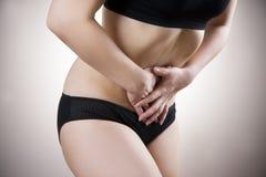 κοιλιακή γυναίκα πόνου Πόνος στο ανθρώπινο σώμα Στοκ φωτογραφίες με δικαίωμα ελεύθερης χρήσης