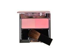 Κοκκινίστε βούρτσα για το μάγουλο και το ροζ κοκκινίζει απομονωμένος στο λευκό στοκ φωτογραφία